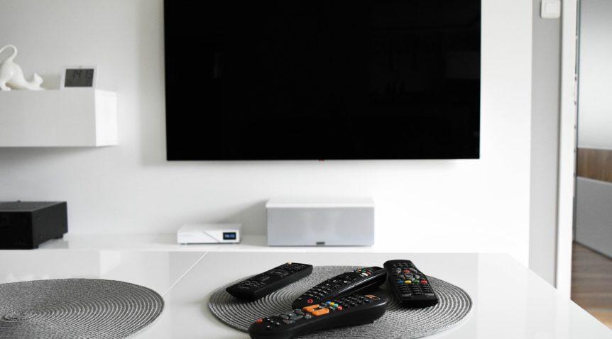 Installer un meuble TV suspendu pour un intérieur élégant